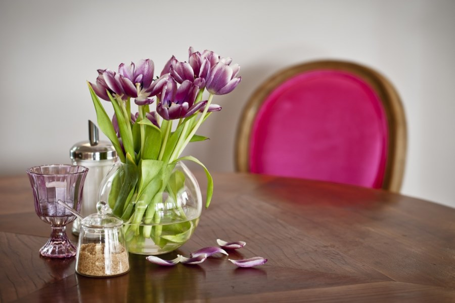 Der rosa Stuhl im Hotel Aldershoff in Wolfsberg